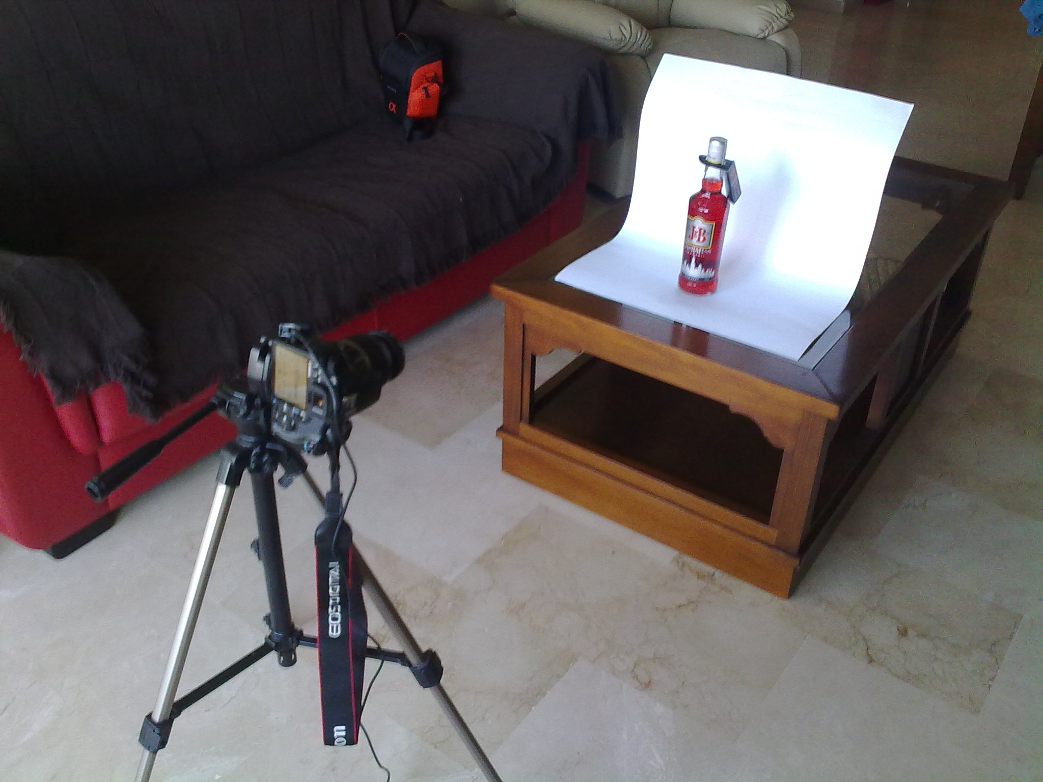 How to use tripod and cardboard to take photos